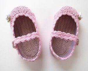 EmmaNoble_frame_Crochetshoesboxframe